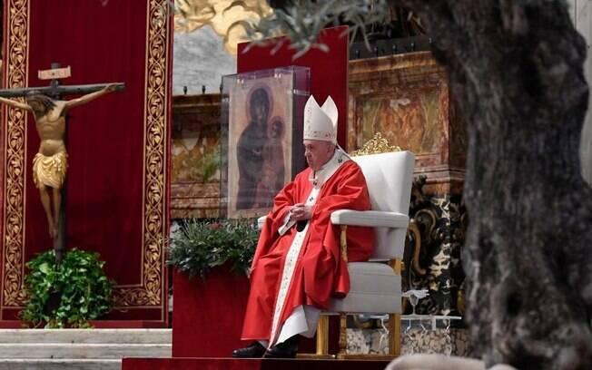Papa Francisco enviou mensagem aos fiéis no domingo de Páscoa