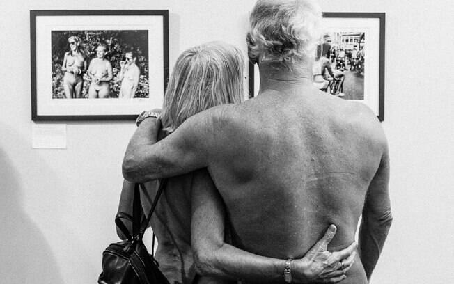 Fotógrafa que mudou de opinião sobre o corpo humano passou dois anos ao lado de pessoas que são adeptas do naturalismo