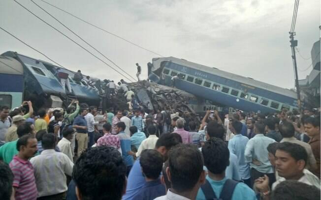 O descarrilamento do trem ocorreu por volta das 17h30 no horário local (9h em Brasília) em Muzaffarnagar