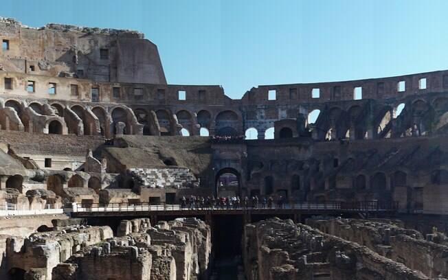 O Coliseu, que encerra a lista das 7 maravilhas do mundo moderno, é uma forma de voltar nos tempos dos Romanos