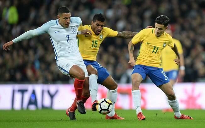 Paulinho e Philippe Coutinho marcam Livermore no duelo entre Brasil e Inglaterra