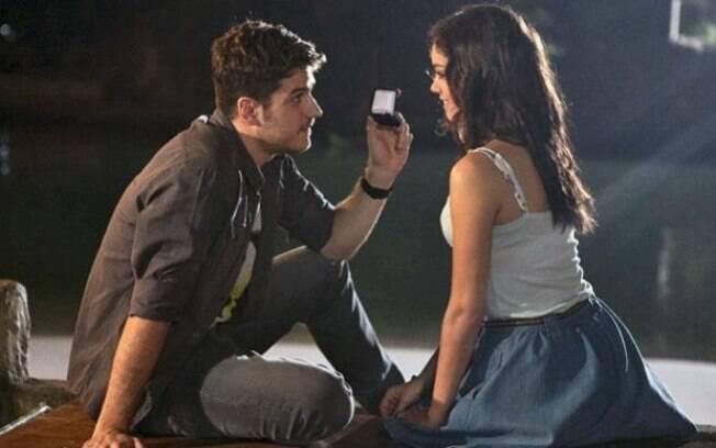 Rafael e Amália selam compromisso