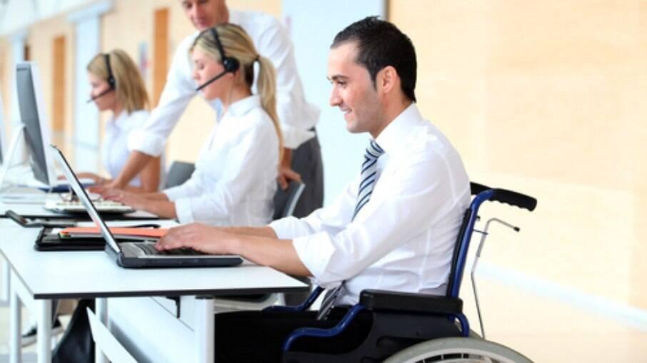 Contratações de profissionais com deficiência aumentaram 147% até agosto deste ano, em relação ao mesmo período do ano passado