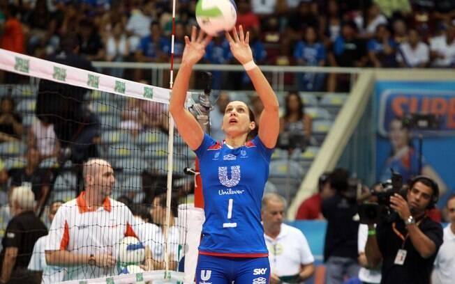 Fernanda Venturini jogou a Superliga 2011/2012 e se despediu aos 41 anos