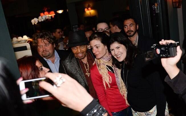 Pai de Michael Jackson causa tumulto em restaurante paulistano. Foto: AgNews