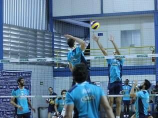 Equipe celeste voltou aos treinos, nesta sexta-feira, no CT do Barro Preto