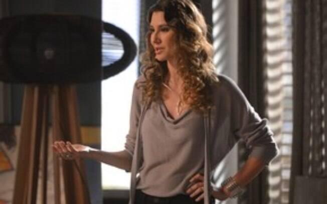 Natasha tenta ajudar Eliza  a fazer o ensaio e manter-se no concurso, em Totalmente Demais