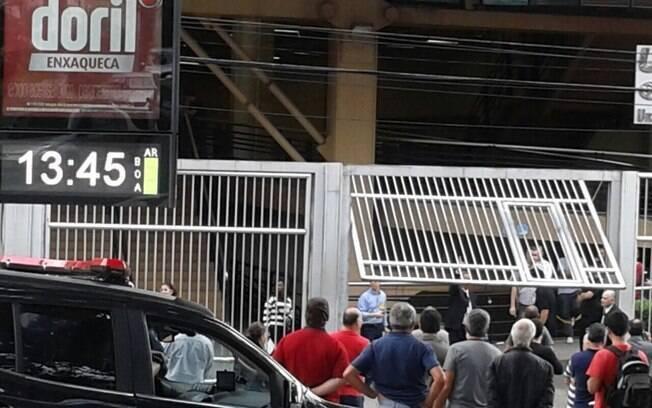 Concurso do MP em São Paulo: Imagem mostra o momento em que os portões começaram a ser fechados