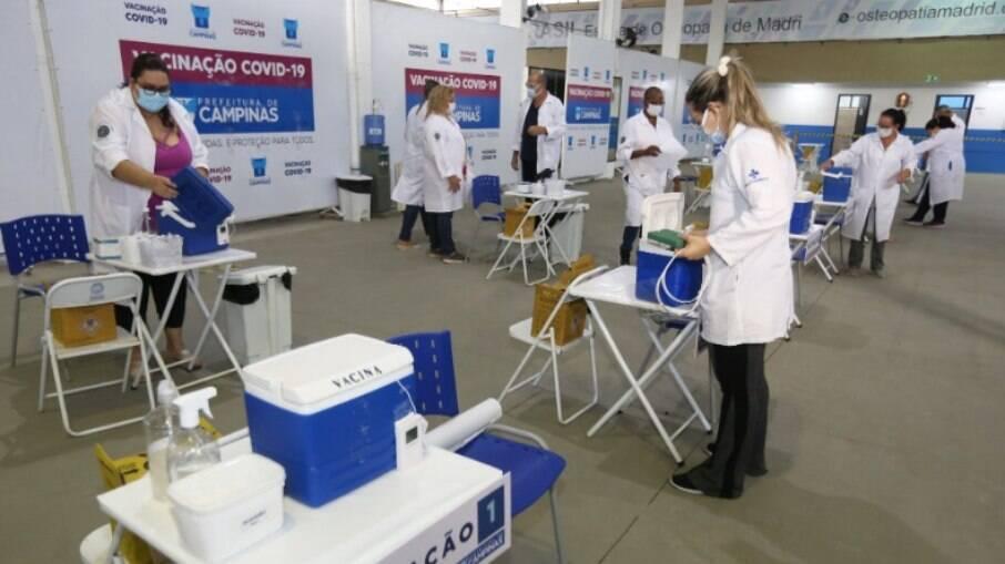 Campinas abriu agendamento no sábado para vacinar idosos de 80 a 84 anos.