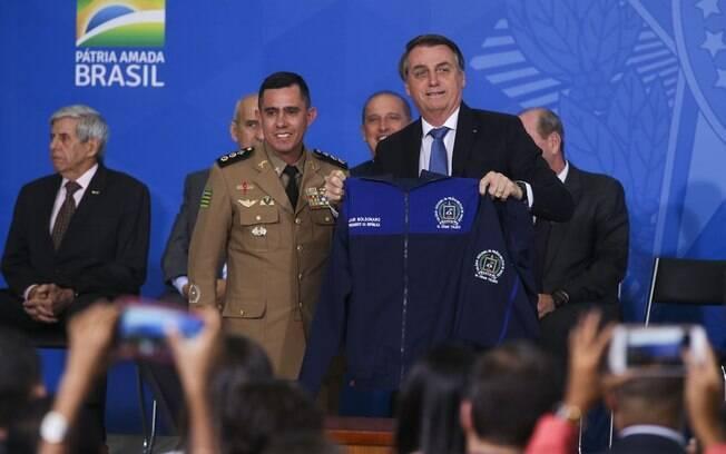 Bolsonaro defende criação de mais colégios militares no País