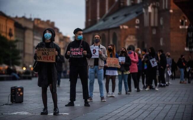 Um protesto contra a restrição ao aborto em Cracóvia, Polônia, na quarta-feira