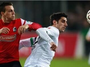 O Freiburg saiu na frente com dois gols, mas não conseguiu sustentar o resultado e ficou no empate