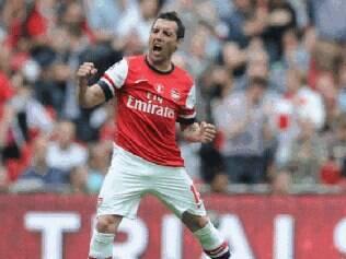Com um belíssimo gol de falta, Santi Cazorla abriu o caminho para a virada dos Gunners em Wembley