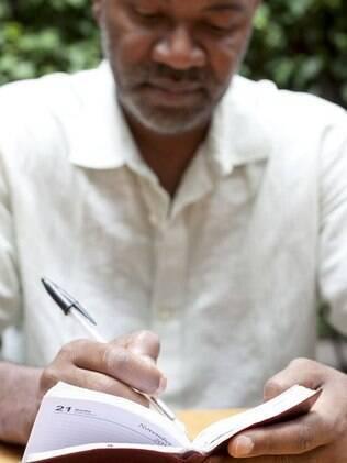 Nelson George, crítico cultural, produtor e cineasta, não abandona sua agendinha de papel