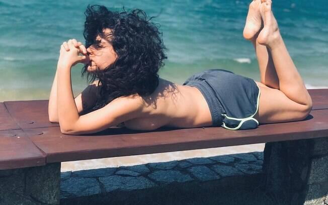 Kéfera quebra a internet ao posar fazendo topless e compartilhar o registro no Instagram, conquistando elogios