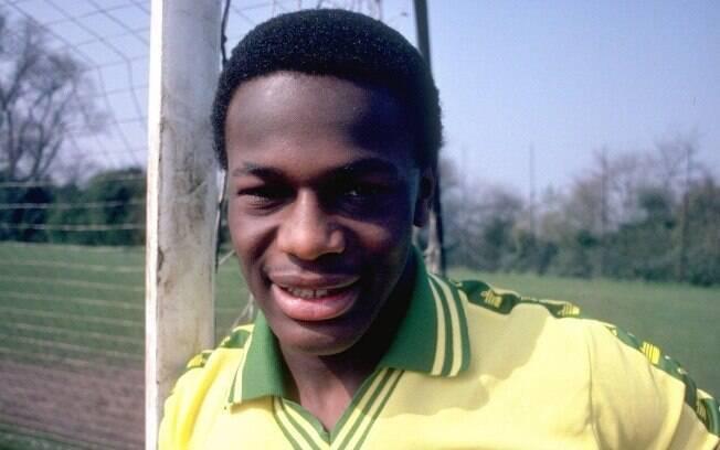 Fashanu foi o 1º jogador de futebol inglês  gay a se assumir