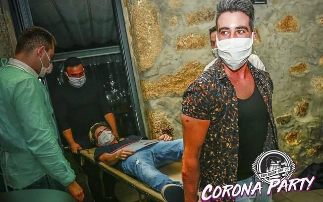 Em Portugal, um bar fez a corona party, dando máscaras aos participantes e com drinks e brincadeiras baseadas na doença
