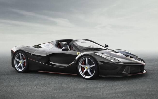 Nova Ferrari conversível vem com 963 cv ao todo, somando a potência do V12 com a do motor elétrico
