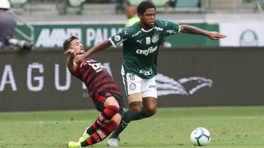 Flamengo e Palmeiras se enfrentam no Mané Garrincha pelo Campeonato Brasileiro
