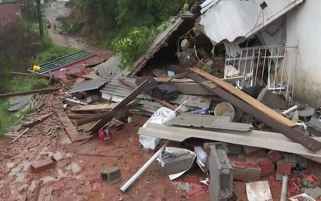 Três casas desabaram em Francisco Morato