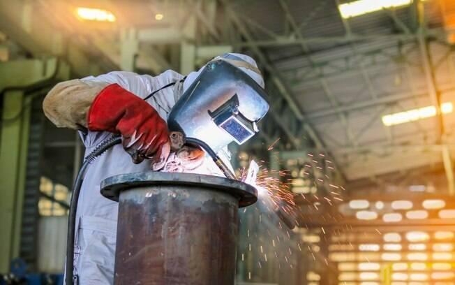 Desempenho registrado em abril reduziu o otimismo dos empresários da indústria, segundo levantamento da CNI