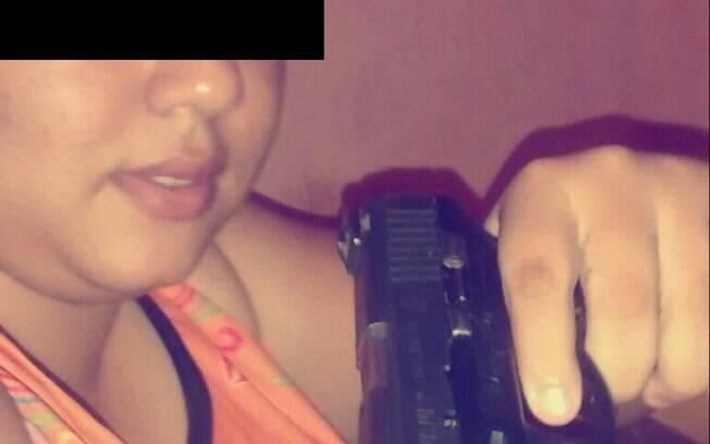 Uma das jovens presas após foto feita com celular roubado ser colocada na nuvem. Foto: Polícia Civil do Piauí