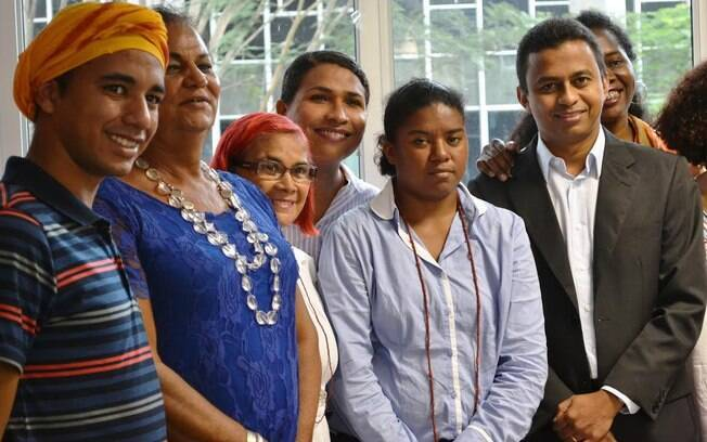 Secretário estadual de Saúde (à direita), Carmem Ribeiro (ao lado do secretário) e militantes dos direitos humanos do Piauí