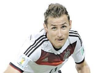 Matador. Miroslav Klose está em sua quarta participação em Copas do Mundo e não quer deixar escapar a chance de se isolar como maior artilheiro da história da competição