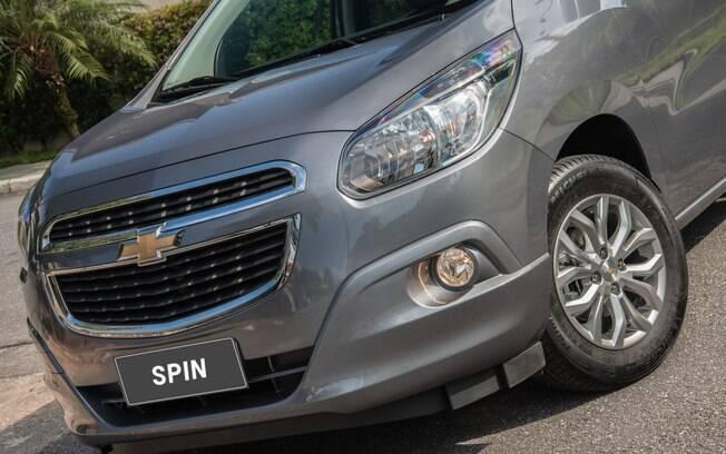 Chevrolet Spin 2018 recebe nova opção de cor cinza e as rodas do sedã Cobalt Elite, topo de linha