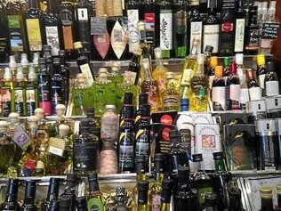 Muitas opções de azeites espanhóis estão no mercado La Boqueria, em Barcelona