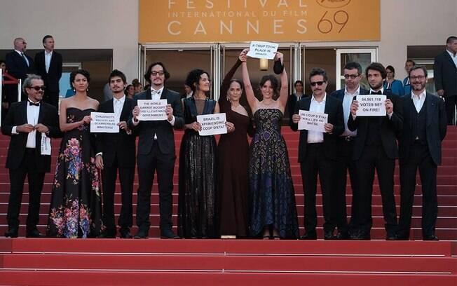 Artistas protestam contra o governo Temer em Cannes