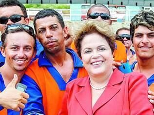 Na Paraíba. Dilma tira foto com os trabalhadores da obra de transposição do rio São Francisco