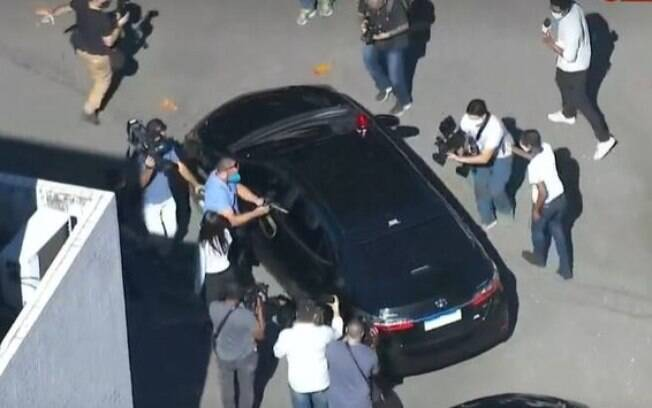 Queiroz deixou IML em carro que o levaria ao presídio de Benfica na zona norte do Rio