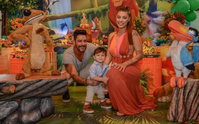 Diego Grossi e Franciele Almeida comemorando o aniversário do filho
