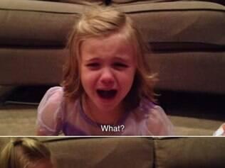 Garotinha chora ao saber que irmão vai crescer.