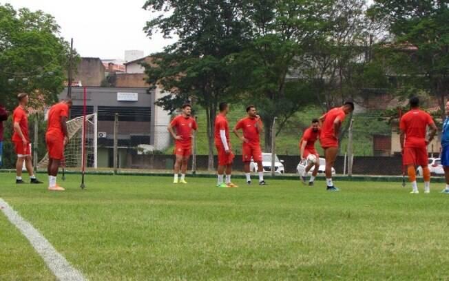 Guarani treina e tem dúvidas para encarar o Vitória