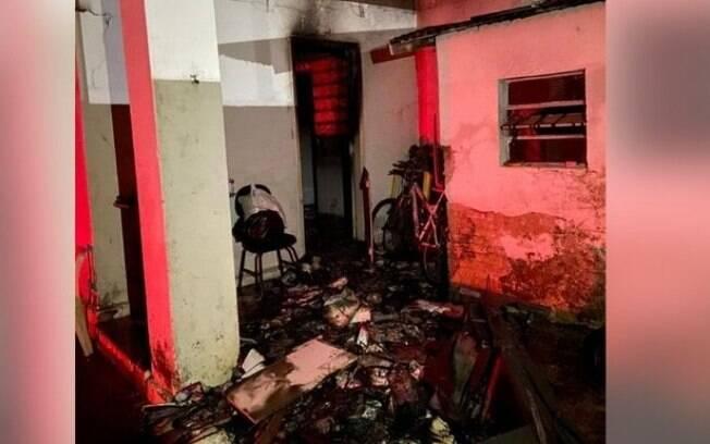 Casa pega fogo em Valinhos e morador é socorrido após inalar fumaça