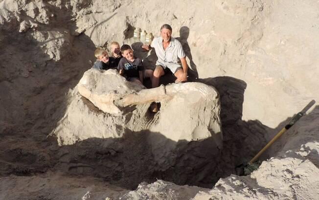 O professor Peter Houde, da Universidade Estadual do Novo México, acompanhou as escavações do fóssil