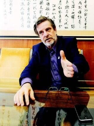 Entrevista com o reitor Roberto Leher