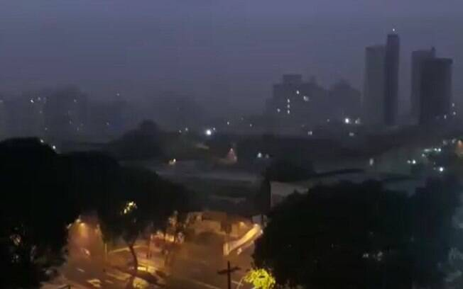 Chuvas derrubam árvores e causam queda de energia em Campinas