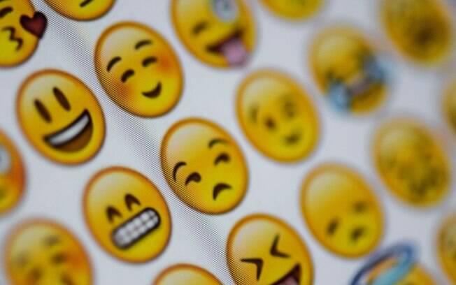 Usar emojis nas conversas pode facilitar a comunicação e o desenrolar do romance com o crush