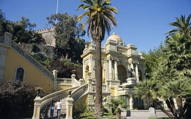 A colina onde Santiago foi fundada abriga uma fonte em estilo neoclássico