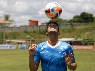 Esportes - Belo Horizonte - MG Treino do Cruzeiro  Na foto: Henrique  FOTO: FERNANDA CARVALHO / O TEMPO - 23.02.2015