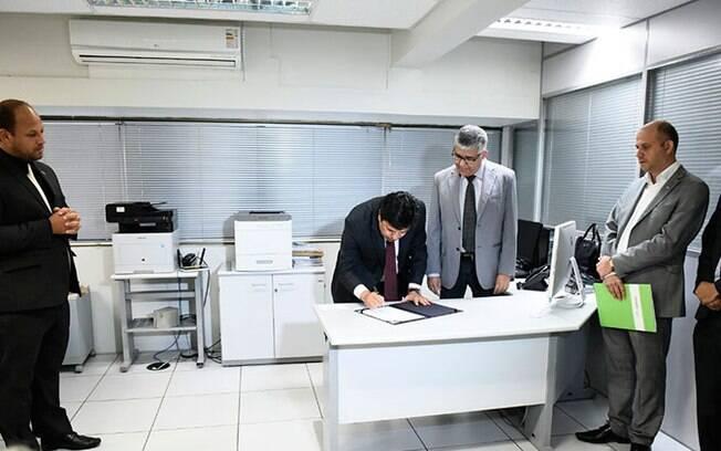 Ministro Mendonça Filho assina repasse de R$ 2,4 milhões para as obras no campus da UFPE em Recife