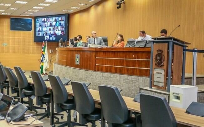 Câmara aprovou prorrogação de contratos emergenciais da Saúde.