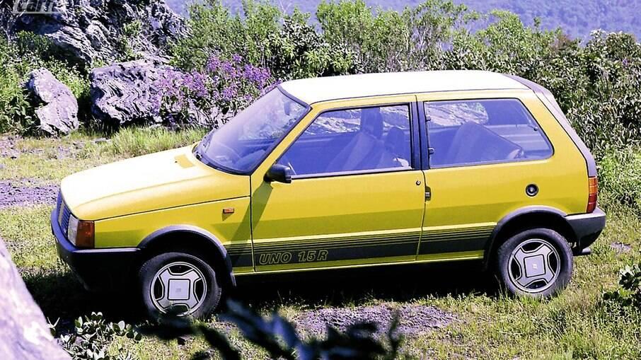 Fiat Uno 1.5 R: versão vinha com itens exclusivos, entre os quais  detalhes como a tampa traseira com pintura fosca