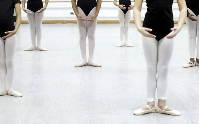 Bailarinas fazem aula de dança clássica na Escola de Artes do Harlem, em Nova York: prática não é tão importante quando se pensava para atingir desempenho de elite