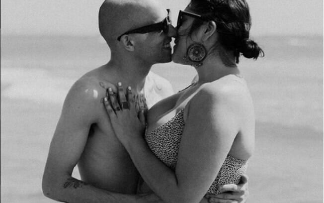 Além de fotos de casal, Cheyenne publica fotos dos ensaios que realiza e fala sobre positividade corporal