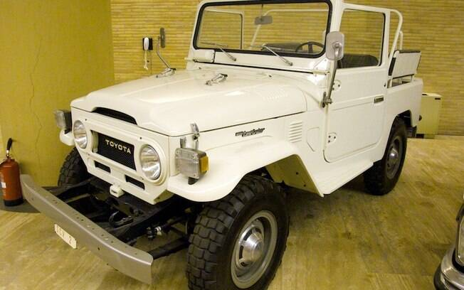 O Papa não anda só de Mercedes-Benz e similares. Quando necessário, também conseguia se adaptar a um modelo mais barato, como o Toyota Land Cruiser.