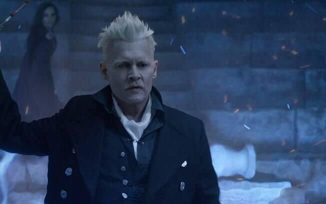 Johnny Depp como Grindelwald em cena de Animais Fantásticos: Os Crimes de Grindelwald